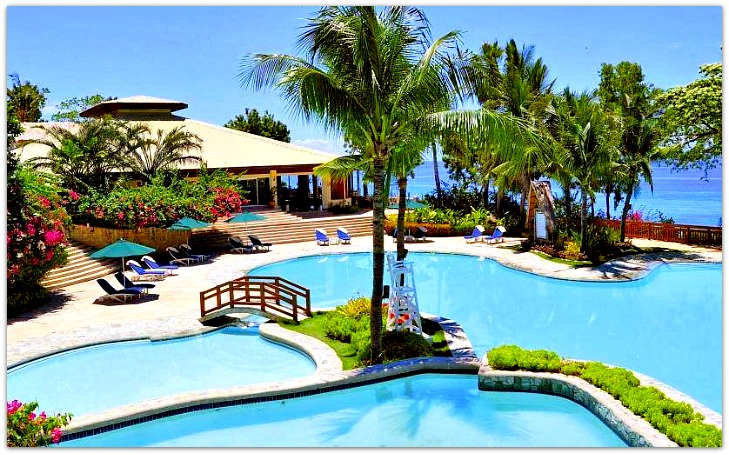 Alegre Beach Resort swimming pool