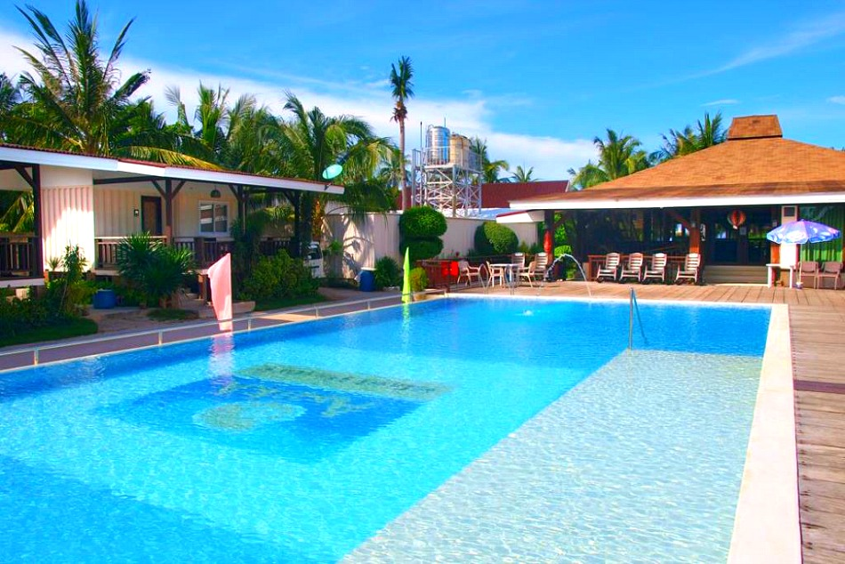 anika-island-resort-swimming-pool