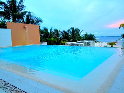 Cool Be Resorts Mactan's pool overlooking the sea