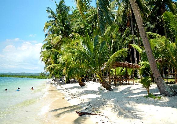 hidden-beach-aloguinsan