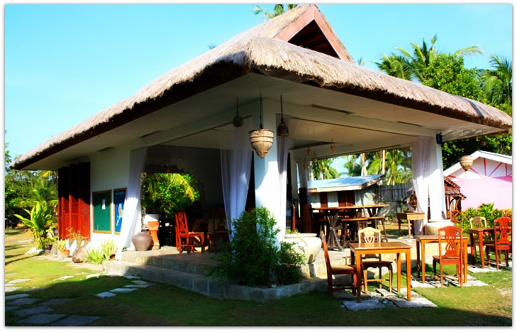 Hoyohoy Villas 'Simoy' Restaurant near the outdoor pool