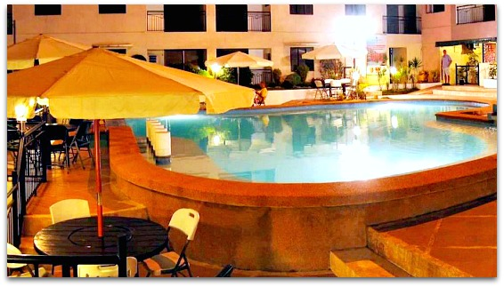 Lancaster Hotel has a great pool available even in the evening for relaxation.