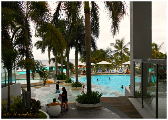 This a nice view of the swimming pool at Movenpick Hotel & Resort. It is located right on the island of Mactan where Cebu-Mactan International Airport is strategically established.