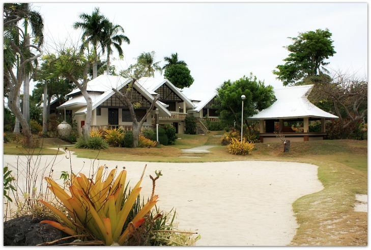 Ogtong Cave Resort Villas and garden