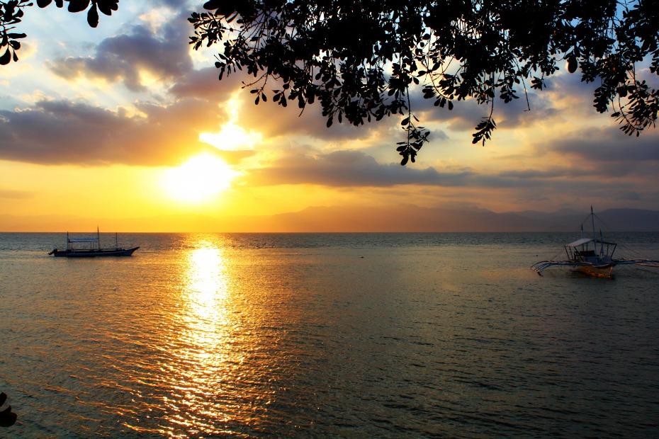 panagsama-beach-moalboal