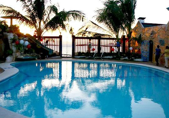 Park place beach resort in pinamungahan for Stars swimming pool tacloban city