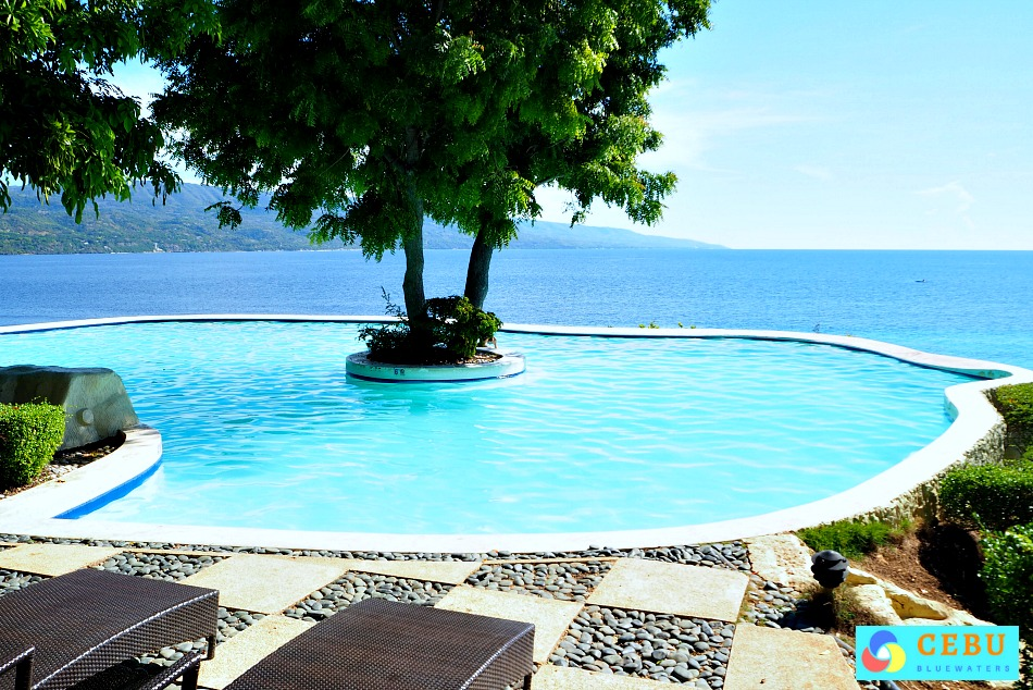 bluewater-sumilon-island-resort-infinity-pool