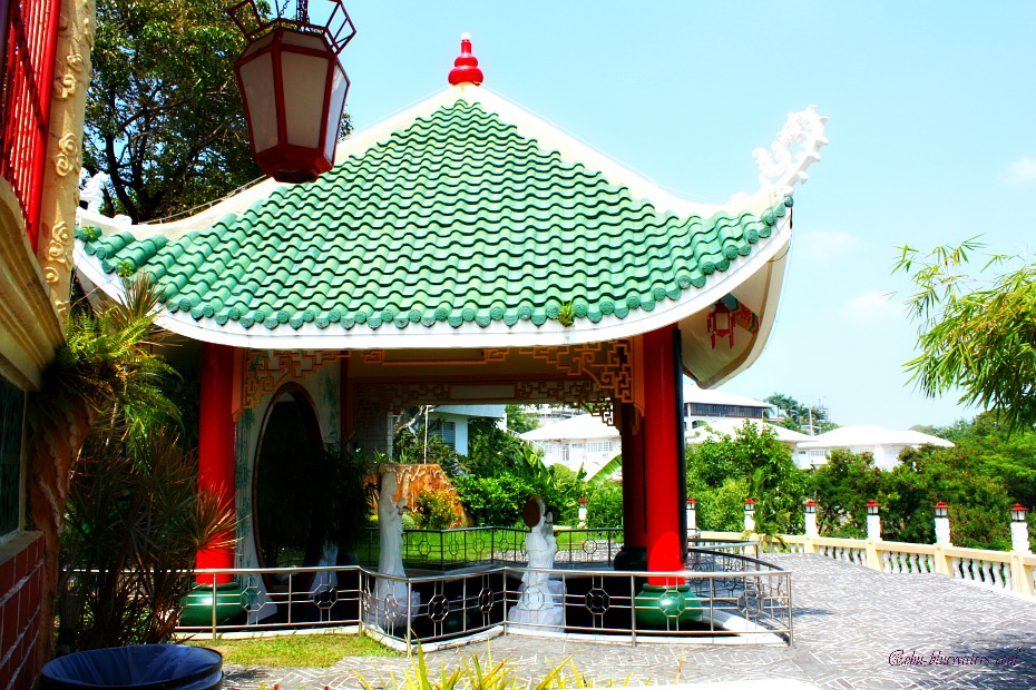 cebu-taoist-temple-wishing-well