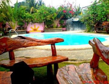 Photo Courtesy: www.laaganncebuana.com. Woodruffs Beach Resort's swimming pool