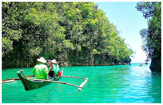 Bojo River Cruise in Aloguinsan is one of the best ecotourism projects in Cebu. Image Credit: www.lovemindanao.com