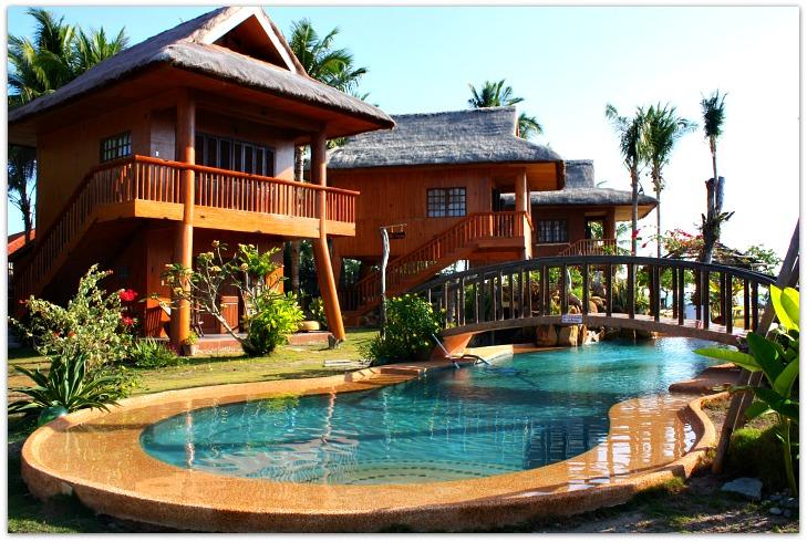 Hoyohoy Villas Resort & swimming pool on Bantayan Island, Cebu
