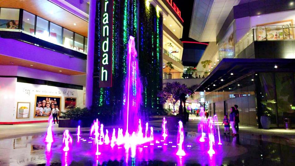 robinsons-galleria-fountain